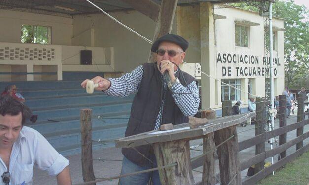 Gonzalito desafió al frío en local Tacuarembó